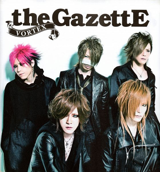 Tags: J-Pop, the GazettE, Uruha (the GazettE), Ruki (the GazettE), Kai (the GazettE), Reita (the GazettE), Aoi (the GazettE), Necklace, Five Males, Full Group, Light Background, Leather Jacket
