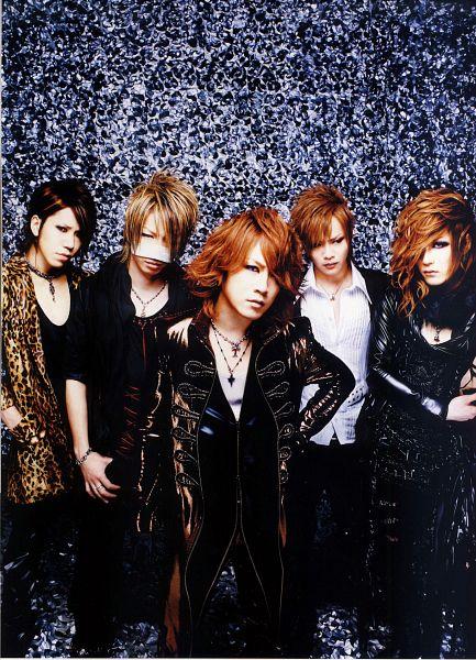 Tags: J-Pop, the GazettE, Reita (the GazettE), Aoi (the GazettE), Uruha (the GazettE), Ruki (the GazettE), Kai (the GazettE), Leopard Print, Medium Hair, Five Males, Black Outerwear, Necklace