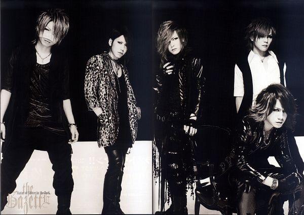 Tags: J-Pop, the GazettE, Reita (the GazettE), Aoi (the GazettE), Uruha (the GazettE), Ruki (the GazettE), Kai (the GazettE), Black Outerwear, Quintet, Looking Down, Gray Hair, Black Pants