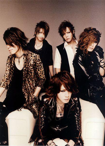Tags: J-Pop, the GazettE, Ruki (the GazettE), Kai (the GazettE), Reita (the GazettE), Aoi (the GazettE), Uruha (the GazettE), Full Group, Looking Away, Animal Print, Quintet, Medium Hair