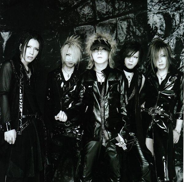 Tags: J-Pop, the GazettE, Aoi (the GazettE), Uruha (the GazettE), Ruki (the GazettE), Kai (the GazettE), Reita (the GazettE), Medium Hair, Black Shirt, Gray Hair, Group, Five Males