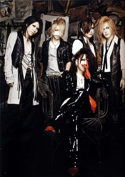 Tags: J-Pop, the GazettE, Aoi (the GazettE), Uruha (the GazettE), Ruki (the GazettE), Kai (the GazettE), Reita (the GazettE), Leather Jacket, Covering Mouth, Looking Away, Gloves, Five Males